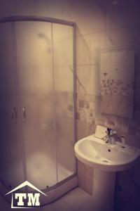 Um banheiro em شقق الزوايا الهادئه