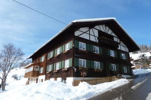 Gästehaus Schaub during the winter