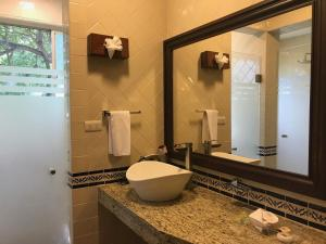 A bathroom at Hotel Valles