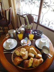 Breakfast options available to guests at La Posada