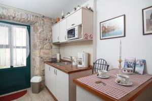 A kitchen or kitchenette at Apartments Villa Cambi