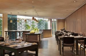 A restaurant or other place to eat at Yoo2 Rio de Janeiro by Intercity