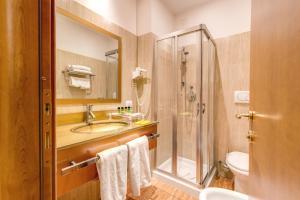 A bathroom at Augusta Lucilla Palace