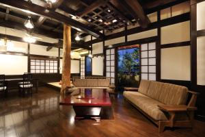 A seating area at Kyo-machiya Stay WAKA Fushimiinari