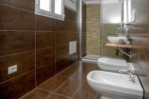 A bathroom at Angelique B&B