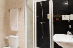 A bathroom at Suites Campo del Príncipe