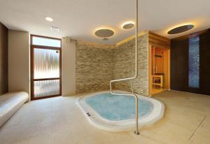 Bazén v ubytovaní Villa Gardenia alebo v jeho blízkosti