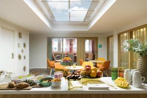 Breakfast options available to guests at Hotel Garden