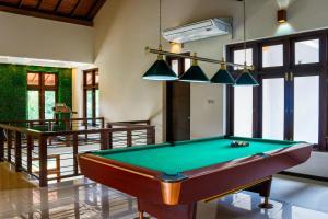 A pool table at Hotel Bella Vista