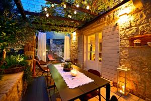 A restaurant or other place to eat at Villa Pauletta