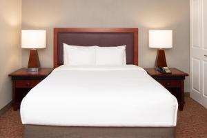 A bed or beds in a room at Larkspur Landing South San Francisco-An All-Suite Hotel