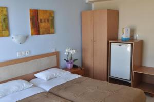 A bed or beds in a room at Hotel Parthenon Rodos city