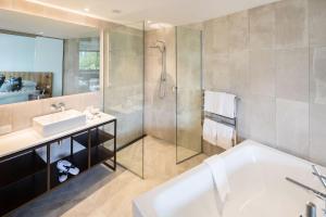 A bathroom at Queenstown Park Boutique Hotel
