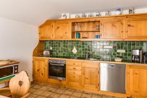 A kitchen or kitchenette at Haus Bürgle