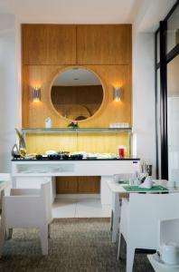 ダル エル マルサ ホテル & スパにあるキッチンまたは簡易キッチン