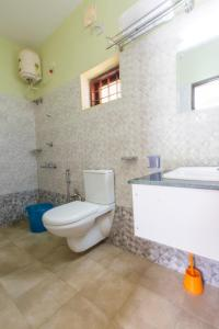 A bathroom at Mountain Hut Resorts