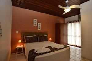A bed or beds in a room at Pousada Fruto do Mar