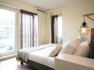 A bed or beds in a room at BizStay Helena at Sea Apartments