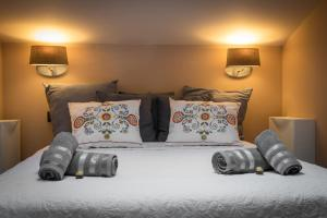 Postel nebo postele na pokoji v ubytování Luxury Apartment with Wawel Castle exclusive view