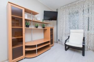 Телевизор и/или развлекательный центр в Apartment Oktyabrskoy Rev. 45