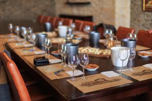 A restaurant or other place to eat at Vinodelcheskogo hozyaystva Knyazya P.N. Trubetskogo