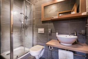 A bathroom at Hotel Björnson Jasná & Björnson TREE HOUSES