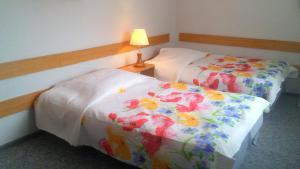 """Łóżko lub łóżka w pokoju w obiekcie Willa """"Zimowit"""" w Wiśle"""