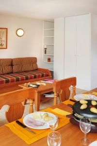 Restaurant ou autre lieu de restauration dans l'établissement Résidence Néméa Les Chalets d'Estive
