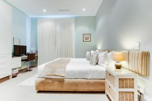 A bed or beds in a room at The One 8 Hotel - Three Anchor Bay Cape Town