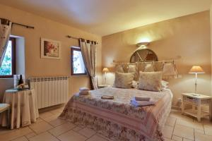 A bed or beds in a room at Les Carmes and spa