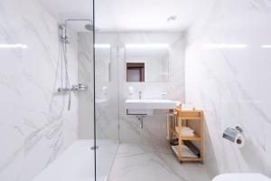 A bathroom at Eden Hotel und Restaurant