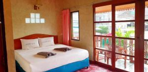 Ein Bett oder Betten in einem Zimmer der Unterkunft Sangtawan Resort