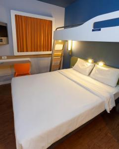 Cama ou camas em um quarto em ibis budget Rio de Janeiro Nova America