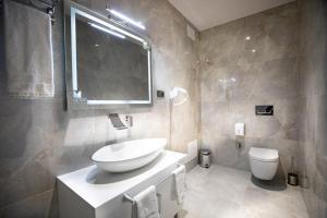 A bathroom at Metro Hotel Tirana