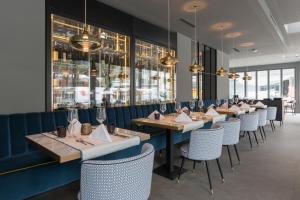 A restaurant or other place to eat at Eden Hotel und Restaurant
