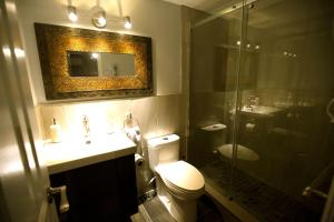 A bathroom at The Only Backpacker's Inn