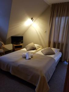 Łóżko lub łóżka w pokoju w obiekcie Małgosia
