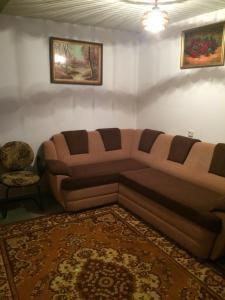 A seating area at Vasile Alecsandri 60 ap 49