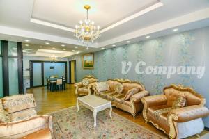 O saguão ou recepção de Winter Garden Apartment