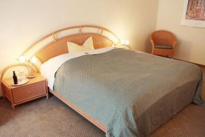 A bed or beds in a room at Hotel Restaurant Bismarckturm
