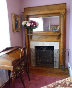 A kitchen or kitchenette at Strickland Arms Bed and Breakfast