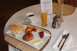 Breakfast options available to guests at Riviera Garden