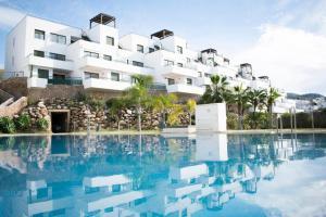 The swimming pool at or near Apartamentos Turísticos Resort de Nerja
