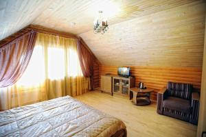 A bed or beds in a room at Sribnyi Vodogray