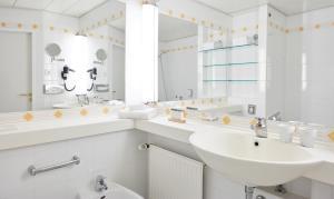 Un baño de Living Hotel Großer Kurfürst