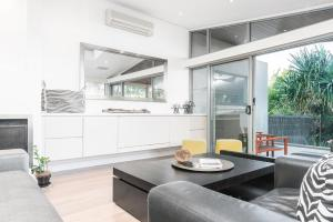 A kitchen or kitchenette at A PERFECT STAY - Vue From Here