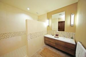A bathroom at Los Establos Boutique Hotel