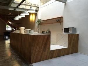 Una cocina o zona de cocina en The Frame Guesthouse