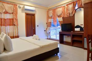 Een bed of bedden in een kamer bij Nalaveshi Inn