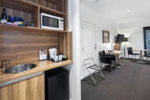 A kitchen or kitchenette at Best Western Plus Ballarat Suites